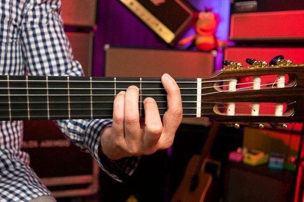 Cómo poner la cejilla en guitarra. El acorde FA (F)