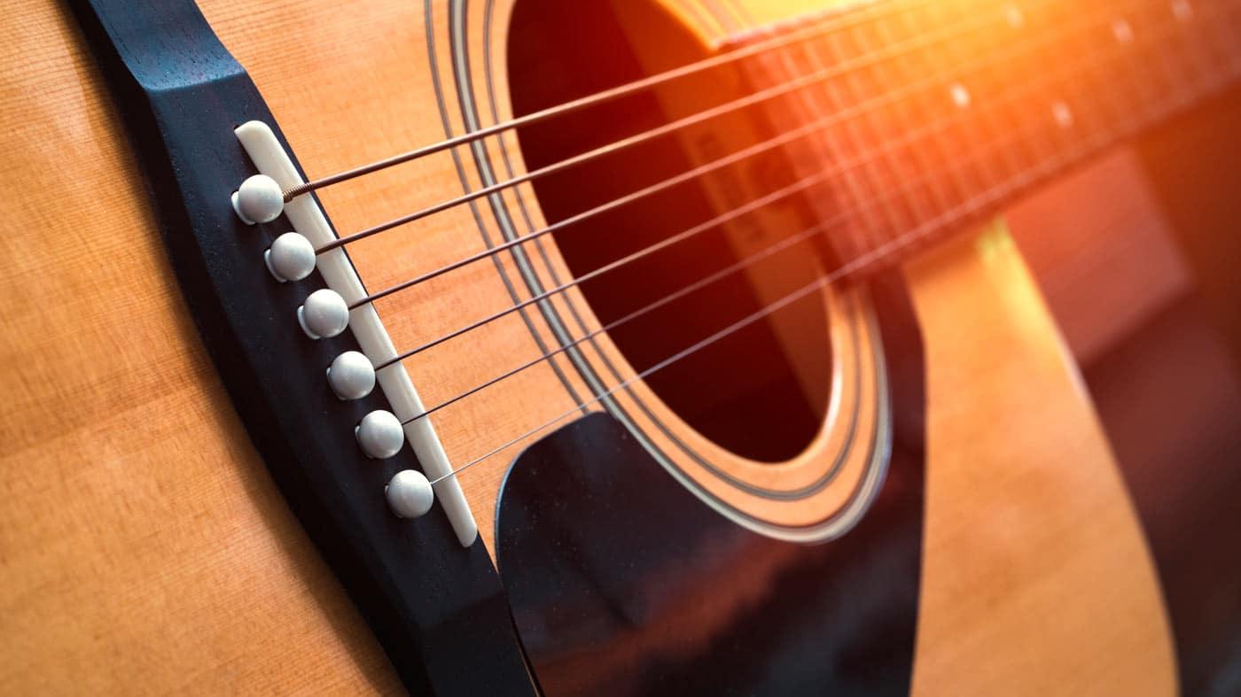 Cómo tocar arpegios en guitarra