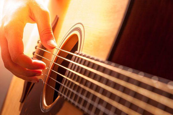 aprender a tocar la guitarra desde cero