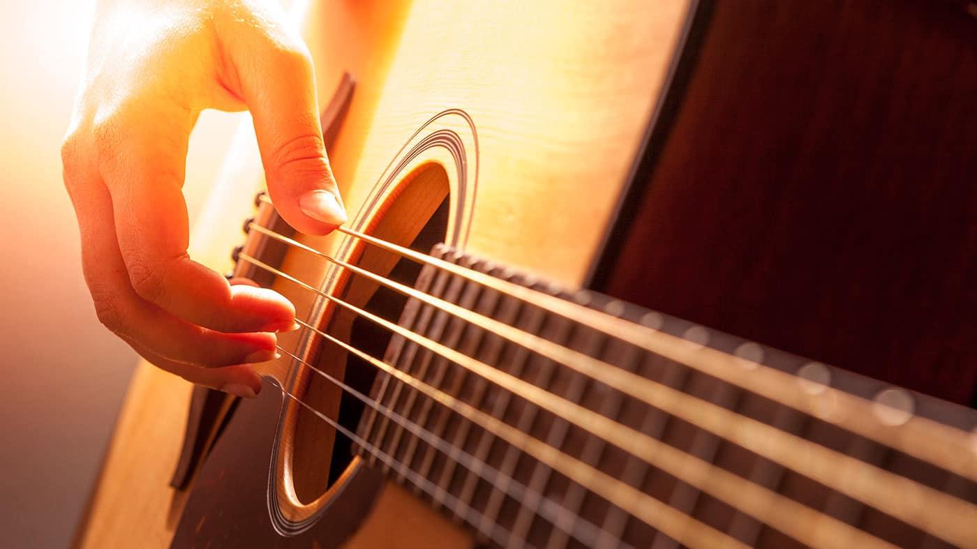 Aprender a tocar la guitarra desde cero gratis