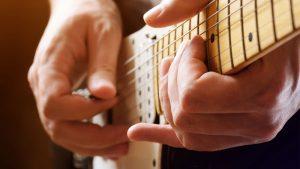 Tutorial para saber cómo coger la púa de guitarra