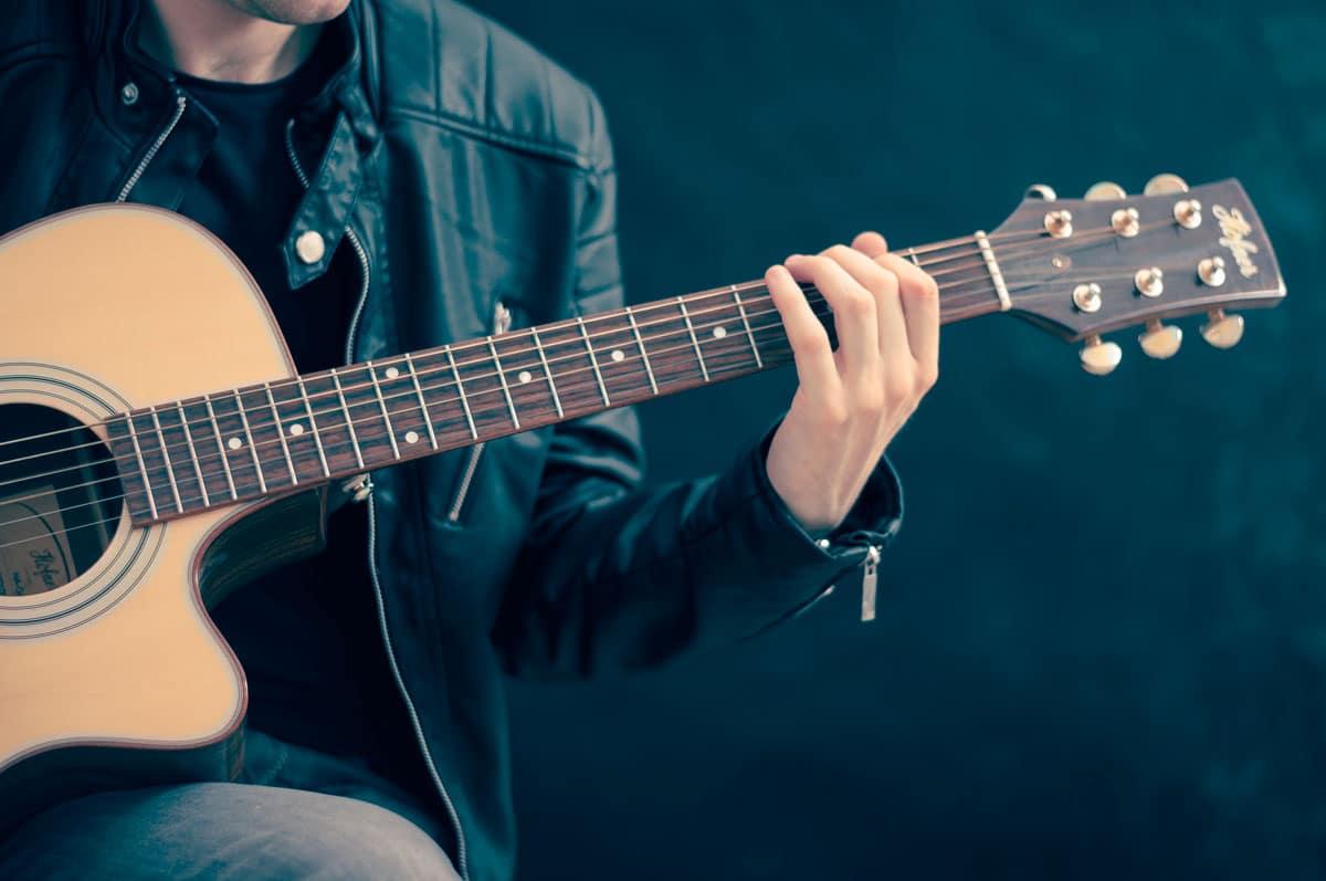 Curso de guitarra Fingerpicking Básico