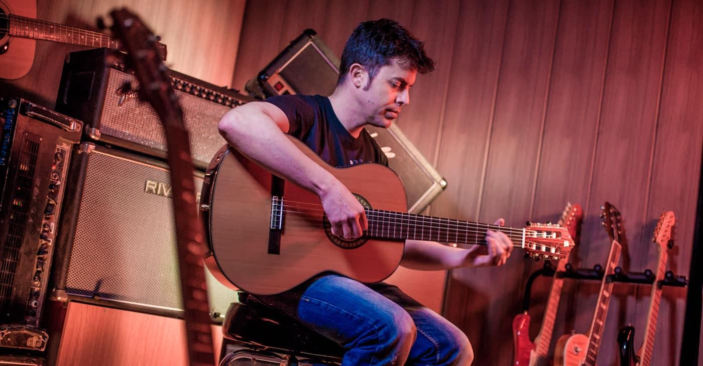 Cómo aprender a tocar la guitarra paso a paso