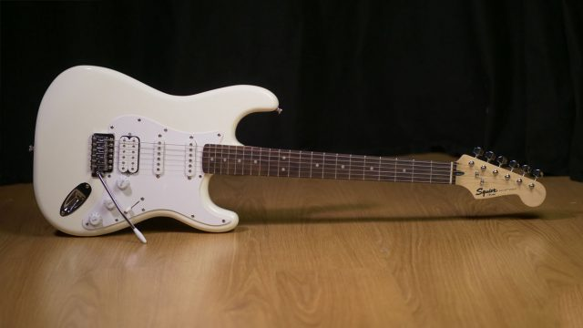 Review Fender Squier Stratocaster Bullet HSS
