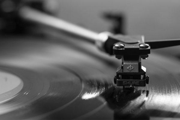 mensajes ocultos en canciones de rock al reproducirlas al revés